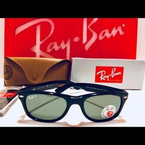Ray-Ban New Wayfarer Black w/ Green Polarized New